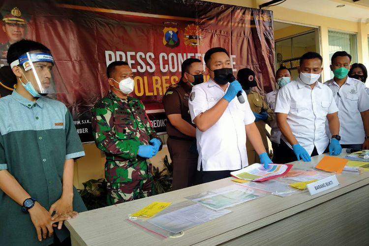 Polres Jember menetapkan tiga tersangka pelanggaran prokes dalam kegiatan unjuk rasa
