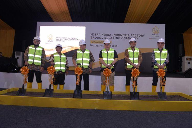 PT Semen Indonesia (Persero) Tbk memulai pembangunan pabrik mortar di Narogong, Jawa Barat.