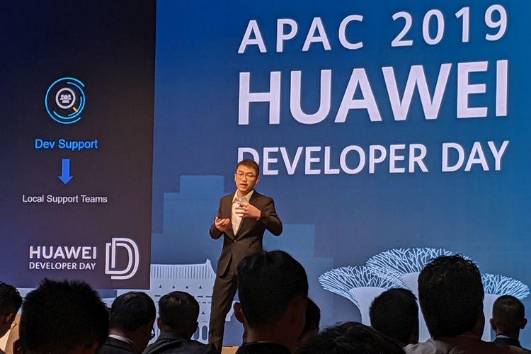 Li Guoliang, Developer Technical Support Director Huawei Consumer Cloud Service APAC, saat berbicara dalam Huawei Developer Day di Singapura, Rabu (13/11/2019).