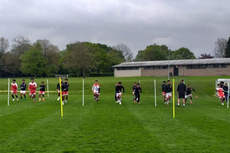 Para pemain Garuda Select menjalani latihan di Aston Recreation Centre, Birmingham, Kamis (9/5/2019).