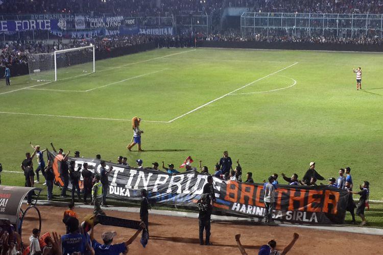 Solidaritas Aremania untuk Haringga Sirila dalam laga amal Arema FC kontra Madura United di Stadion Kanjuruhan, Kabupaten Malang, Sabtu (29/9/2018)