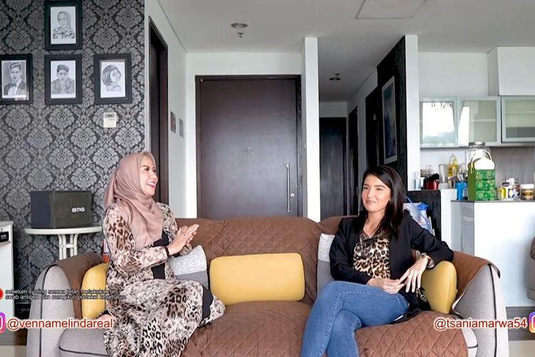 Tsania Marwa dan Venna Melinda sedang berbincang. (Bidikan layar YouTube Venna Melinda).