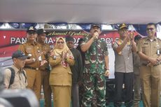 Kapolri dan Panglima TNI Bagi Sembako ke Warga Penagih yang Dekat Lokasi Observasi WNI