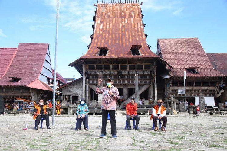 Menko PMK Muhadjir Effendy saat mengunjungi Desa Bawomataluo, Kabupaten Nias Selatan, Kepulauan Nias, Kamis (19/3/2021).