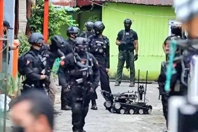 Police raid the house of one of the suspects in the Makassar suicide bombing