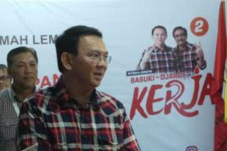 Calon gubernur DKI Jakarta Basuki Tjahaja Purnama atau Ahok saat berada di Rumah Lembang, Menteng, Jakarta Pusat, Senin (14/11/2016).