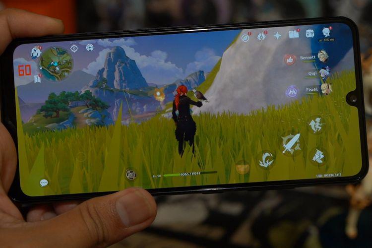 Ilustrasi main Genshin Impact di Samsung Galaxy A32.