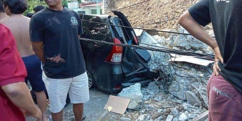 Bangunan PPU Katolik di Jalan Josep Sinaga Parapat, Simalungun, ambruk pada Senin (28/6/2021).