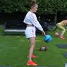 Giliran Jennifer Lopez Bergaya Pakai Nike Air Presto Ultra Flyknit