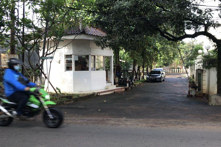 Situasi Jalan Puri Mutiara 5, Cilandak Barat, Cilandak, Jakarta Selatan pada Selasa (25/5/2021) pagi. Banjir setinggi 1,2 meter sempat merendam kawasan Puri Mutiara 5 akibat luapan Kali Krukut.
