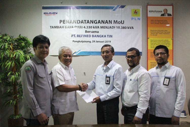 Kerja sama tambah daya PLN dengan perusahaan peleburan timah di Kabupaten Bangka, Kepulauan Bangka Belitung.