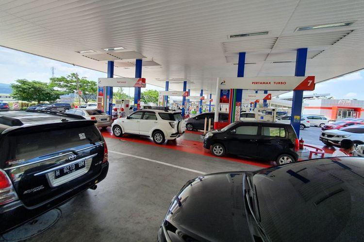 Antrean SPBU di Trans Jawa selama libur natal dan tahun baru 2021