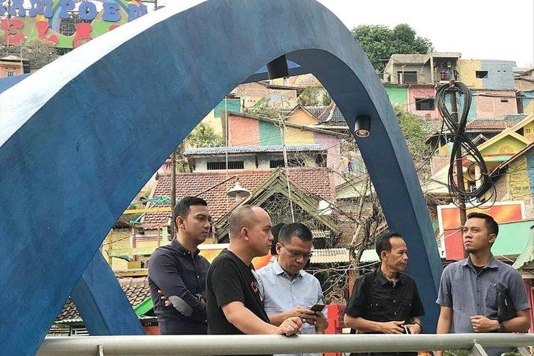 Pemkot Pangkal Pinang saat mengunjungi Kampung Pelangi di Semarang.