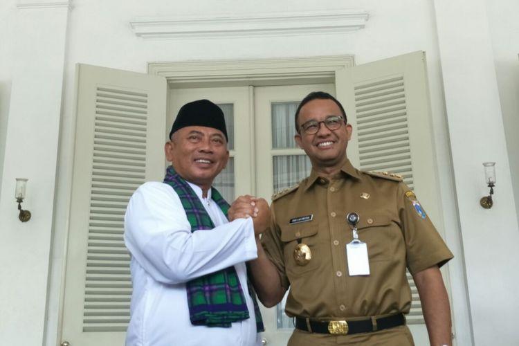 Wali Kota Bekasi Rahmat Effendi dan Gubernur DKI Jakarta Anies Baswedan di Balai Kota DKI Jakarta, Senin (22/10/2018).