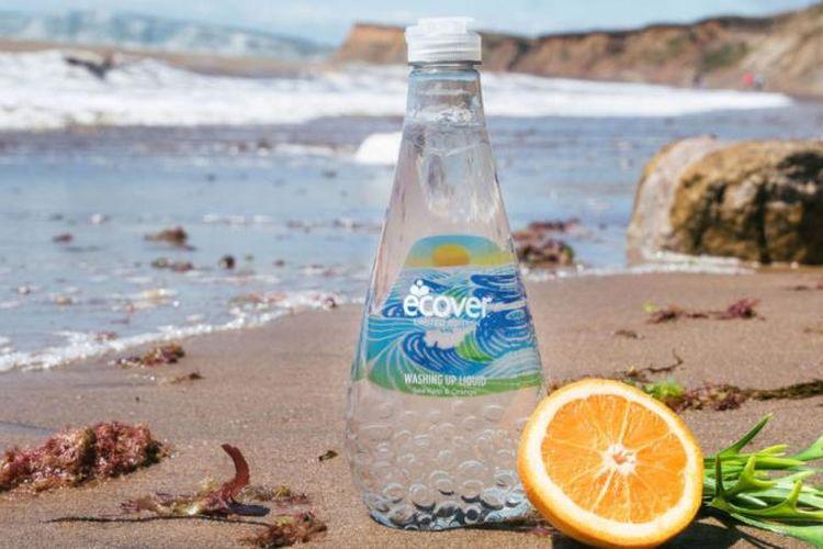 Inilah botol yang menggunakan limbah plastik dari pantai Rio de Janeiro. Kampanye mengurangi limbah plastik di laut mulai digalakkan