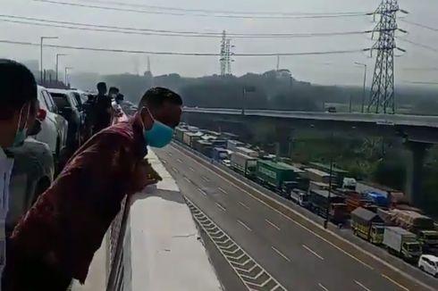 Ada Kecelakaan Truk, Jalan Tol Jakarta-Cikampek Sempat Macet Total