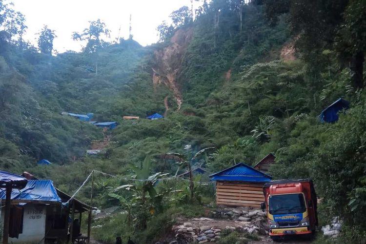 Balai Taman Nasional Gunung Halimun Salak (TNGHS) Wilayah Lebak mencatat saat ini masih terdapat 10 blok tambang emas liar di Hulu Sungai Ciberang. Keberadaan tambang emas liar tersebut disebut menjadi penyebab banjir bandang yang terjadi pada Rabu (1/1/2020).