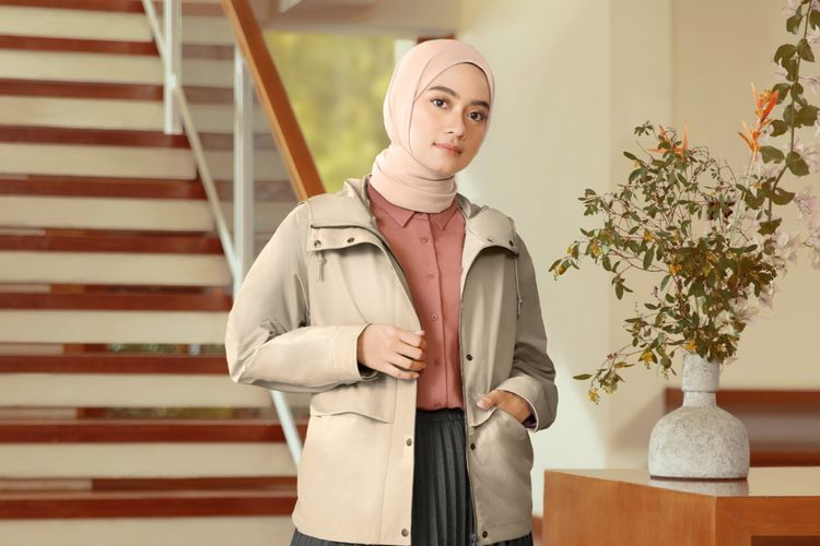 Ilustrasi inspirasi busana modest dari Uniqlo Modest Wear Manual Fall/Winter 2020.