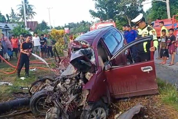 Kecelakaan Bus dengan Mini Bus Avansa menyebabkan 5 penumpang Avansa meninggal dunia, satu lainnya kritis dan dilarikan ke Rumah Sakit Ilaga Ligo Wotu, Luwu Timur, Sabtu (01/02/2020)