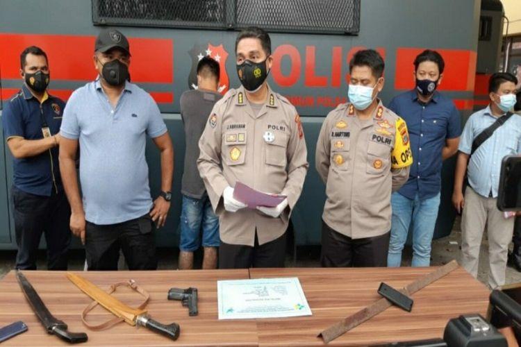 Polda Sulut saat memberikan keterangan pers terkait kasus penganiayaan yang terjadi di area perkebunan alason Desa Ratatotok I, Kecamatan Ratatotok, Kabupaten Minahasa Utara, Sulawesi Utara.