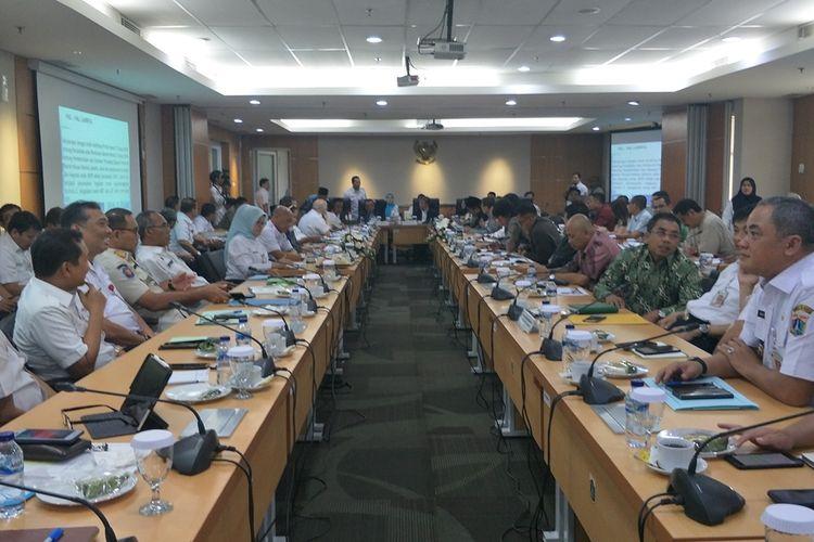 Rapat pembahasan rancangan KUA-PPAS 2020 di Gedung DPRD DKI Jakarta, Jalan Kebon Sirih, Rabu (23/10/2019).