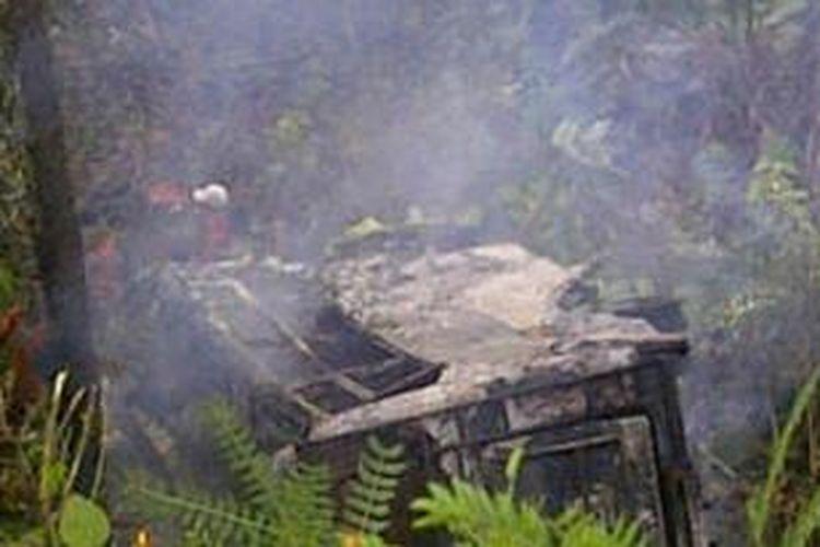 Bus Zahra yang mengalami kecelakaan di daerah Mangkutana, Kabupaten Luwu Timur, Sulawesi Selatan, masuk ke jurang dan terbakar sekitar pukul 06.00 WITA, Kamis (6/3/2014).