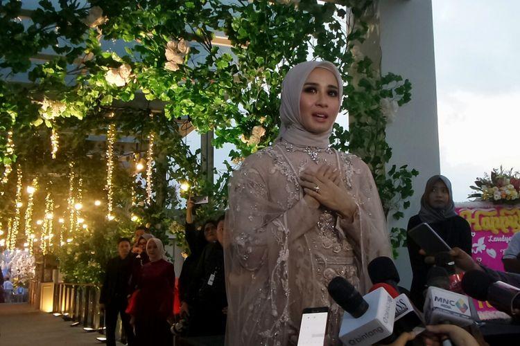Artis peran Laudya Cynthia Bella saat menggelar jumpa pers di Intercontinental Hotel & Resort, Dago Pakar, Jawa Barat, Minggu (8/10/2017).