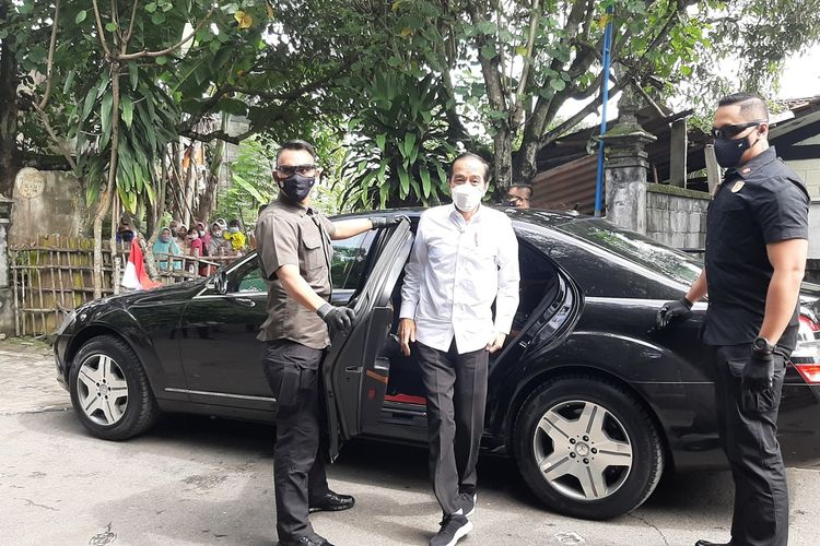 Presiden Jokowi saat tiba di Padepokan Seni Bagong Kussudiardja (PSBK)Pedukuhan Kembaran, Kalurahan Tamantirto, Kapanewon Kasihan, Bantul Rabu (10/3/2021)