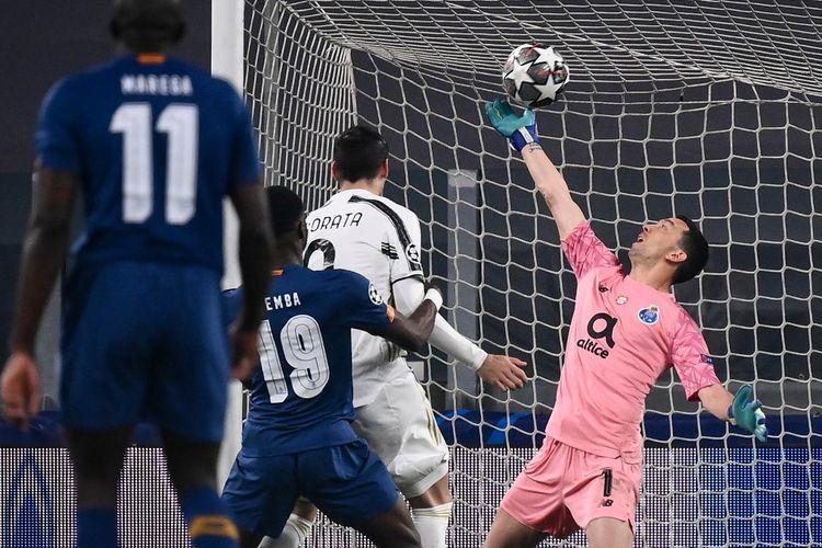 Proses gol kedua Juventus yang dicetak Federico Chiesa ke gawang FC Porto pada laga leg kedua babak 16 besar Liga Champions 2020-2021 di Stadion Allianz, 9 Maret 2021.