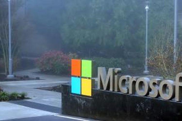 Logo Microsoft di depan salah satu bangunan di Kantor Pusat Microsoft, Redmond, Washington, Amerika Serikat.