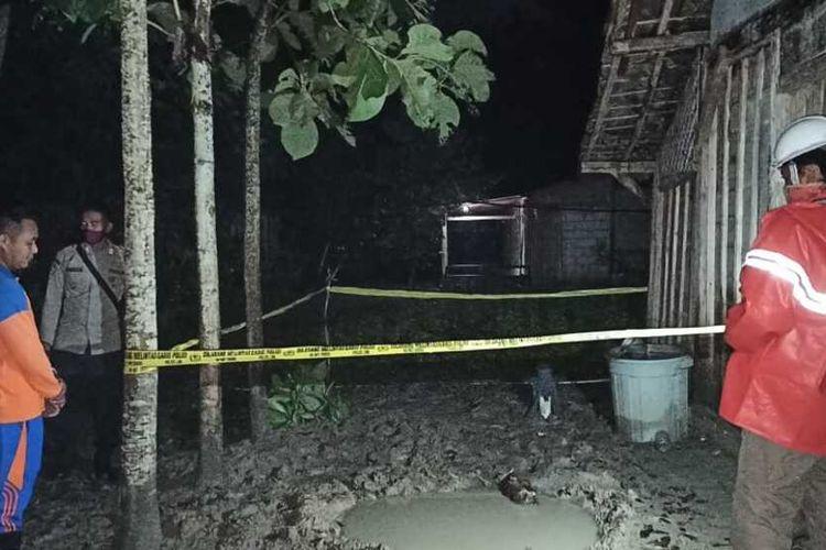 Suasana lokasi pengeboran sumur air di Desa Ngraho, Kecamatan Kedungtuban, Kabupaten Blora, Jawa Tengah yang terpaksa dihentikan lantaran mengeluarkan semburan gas, Minggu (29/11/2020).