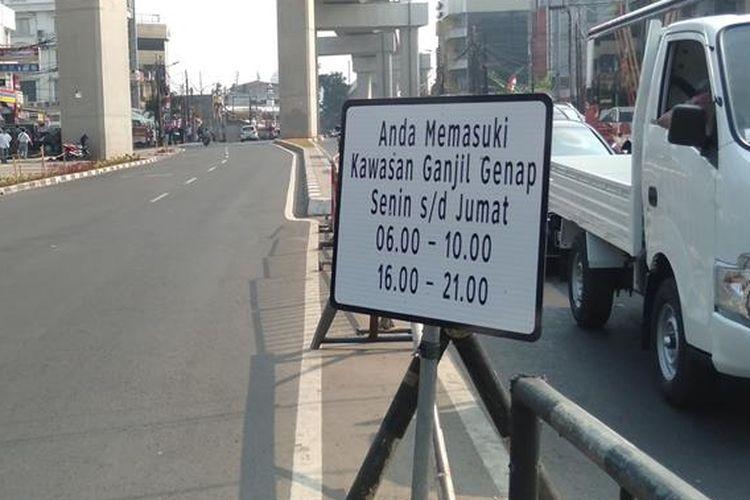 Dishub Sosialisasi Ganjil Genap di kawasan Fatmawati, Jakarta Selatan, Senin (12/8/2019)