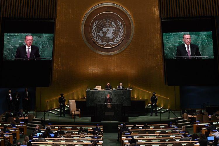 Presiden Turki Recep Tayyip Erdogan berbicara di hadapan Majelis Umum PBB pada tahun 2016 lalu. Majelis Umum PBB akan menggelar pertemuan mendadak untuk pemungutan suara terkait rancangan resolusi menolak pengakuan AS terhadap Yerusalem.
