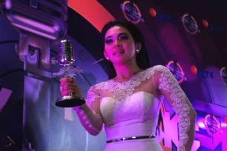 Syahrini berhasil menyingkirkan para pesaingnya, yaitu Agnez Mo, Maudy Ayunda, Raisa, dan Rossa dalam kategori Penyanyi Solo Wanita Paling Ngetop versi SCTV Music Awards 2014 di Hall D JIExpo, Kemayoran, Jakarta Pusat, Kamis (17/4/2014) malam.