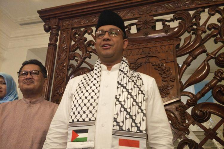 Gubernur DKI Jakarta Anies Baswedan dan Kepala Dinas Kesehatan DKI Jakarta Koesmedi Priharto di Balai Kota DKI Jakarta, Jumat (8/12/2017).