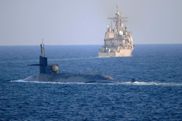 Salah satu kapal selam milik Angkatan Laut Amerika Serikat (AS), USS Georgia, muncul di Selat Hormuz pada Senin (21/12/2020). Kapal selam itu didampingi oleh dua kapal penjelajah berpeluru kendali yakni USS Port Royal dan USS Philippine Sea saat berlayar melalui Selat Hormuz.