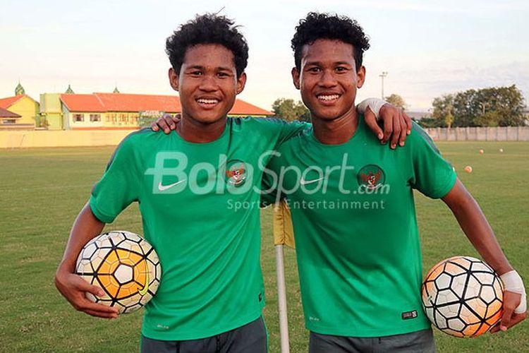 Amiruddin Bagus Kahfi (kiri) dan Amiruddin Bagas Kahfa (kanan) saat memperkuat timnas U16 Indonesia.