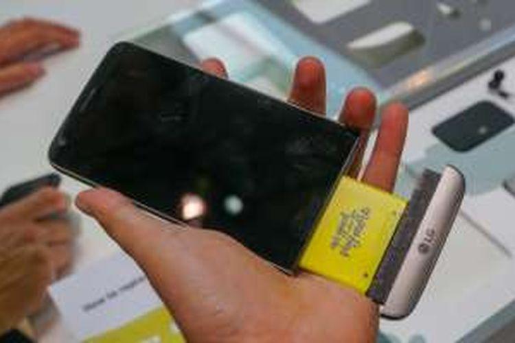 LG mengusung konsep hardware modular yang bisa dibongkar pasang untuk menambah kemampuan
