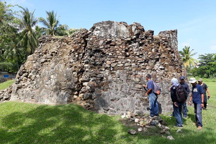 Sebuah bastion yang berbentuk segi delapan (Oktagon) sisa di reruntuhan Benteng Maas di Gorotalo Utara.