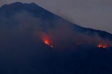 Titik Api Gunung Arjuno Berkurang, Heli Water Bombing Akan Digeser ke Gunung Ijen