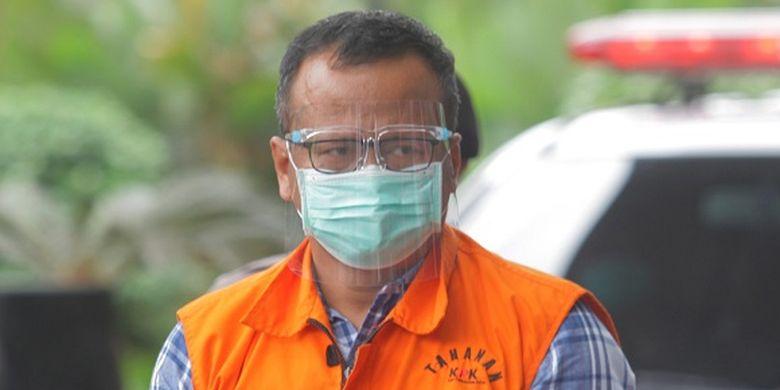 Menteri Kelautan dan Perikanan Edhy Prabowo (kiri) bersiap menjalani pemeriksaan perdana sebagai tersangka  di Gedung Komisi Pemberantasan Korupsi (KPK), di Jakarta, Kamis (26/11/2020). KPK sebelumnya menetapkan tujuh tersangka dalam kasus dugaan suap terkait perizinan tambak, usaha, dan atau pengelolaan perikanan atau komoditas perairan sejenis lainnya tahun 2020.   ANTARA FOTO/ Reno Esnir/nz *** Local Caption ***