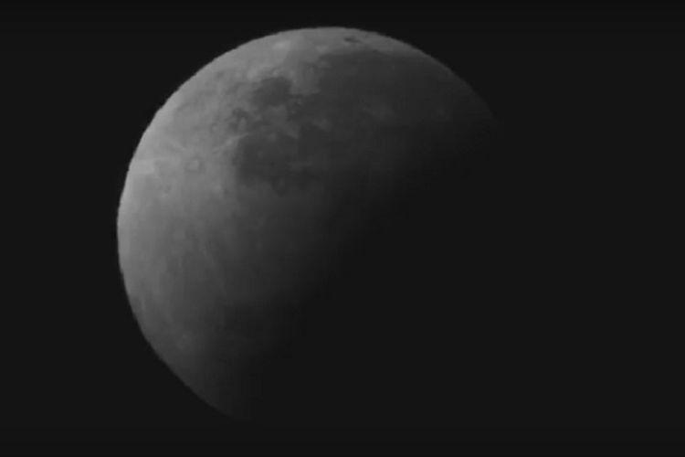 Foto atau wajah gerhana bulan sebagian pada Rabu (17/7/2019) mendekati akhir gerhana.