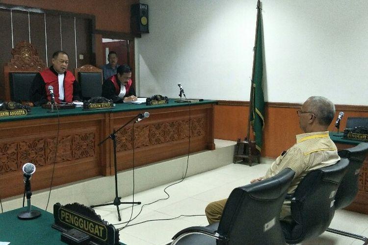 Caleg Gerindra Mohammad Arief divonis empat bulan penjara akibat pelanggaran kampanye di SMPN 127 Kebon Jeruk oleh Hakim Ketua dalam sidang putusan di Pengadilan Negeri Jakarta Barat pada Selasa (11/12/2018).