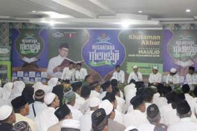 Suasana Khataman Akbar Nusantara Mengaji se-Kota Bogor sekaligus peringatan Maulid Nabi Muhammad SAW di Masjid Baitul Faizin, Bogor, Jawa Barat, Minggu (11/12/2016).