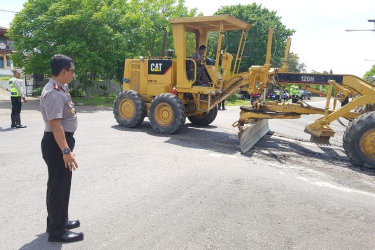 Jalan rusak di Jalan Inaboi, Kupang, Nusa Tenggara Timur