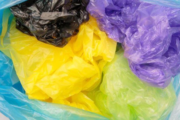 Berbagai macam dan warna kantong plastik