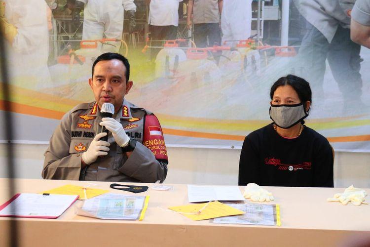 Konferensi pers kasus penggelapan uang yang menyeret mantan atlet nasional Maria Lawalata di Polres Metro Jakarta Utara, Koja, Senin (27/7/2020)