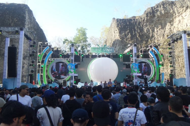 Burst Stage, salah satu panggung perhelatan musik Soundrenaline 2017 yang digelar di Garuda Wisnu Kencana (GWK), Kabupaten Badung, Bali, Sabtu (9/9/2017).