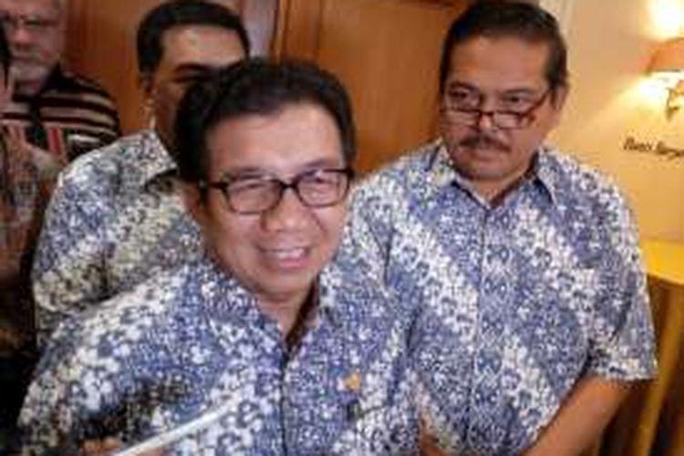 Ketua Dewan Komisioner OJK Muliaman D Hadad, di Hotel Aryaduta, Jakarta, Senin (7/11/2016).