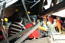 Tim SAR Evakuasi 2 Korban Tanah Longsor di Manado, 1 Meninggal